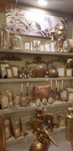decoración cuadros marcos floreros dorado