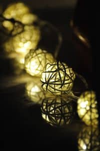 La cocina más acogedora para Navidad con guirnaldas de luces LED
