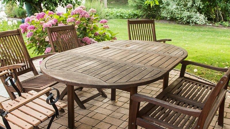 Cómo cuidar los muebles de jardín dependiendo del tipo de material