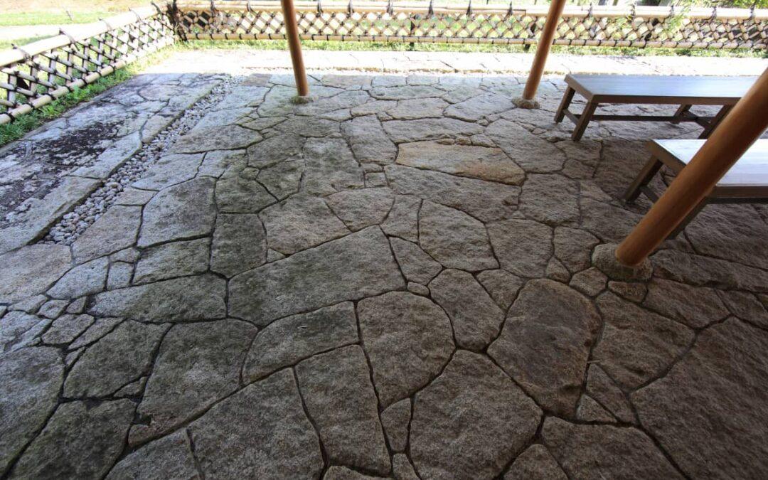 Cómo elegir el tipo de suelo exterior para tu jardín