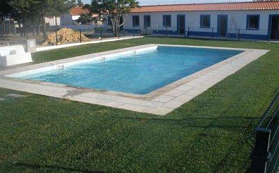 Césped para jardines y piscinas